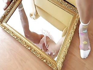 Picture Unbelievable Model Playing With Mirror