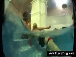Picture Lesbians Groupsex In The Pool