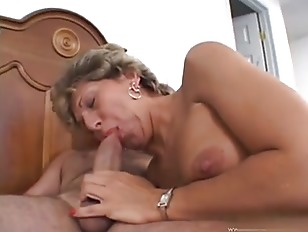 Blonde Stretched Cougar Pussy...