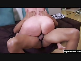 Gianna Michaels Lets Pinky...