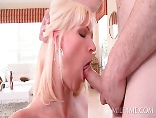 Picture Slutty MILF Deep Throats Shaft And Gets Cunt...