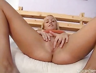 Picture Stunning Foreign Emanuela Spreads Her Legs F...