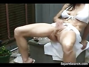 Picture MILF Rubs Her Vagina And Squirts